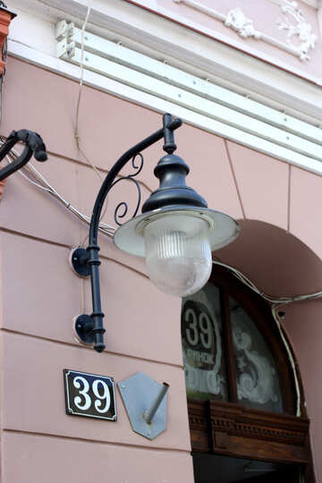 A lamp hanging in front of the house number 39 №51913