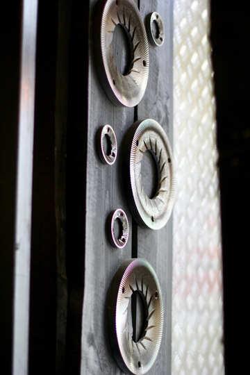 metal circles hanging on some wall №51961
