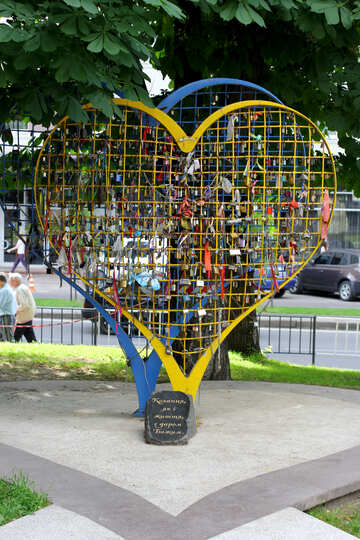 Heart shaped monument №51799