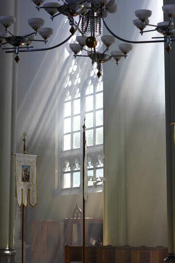 Grande finestra, lampadario leggero della chiesa №51706