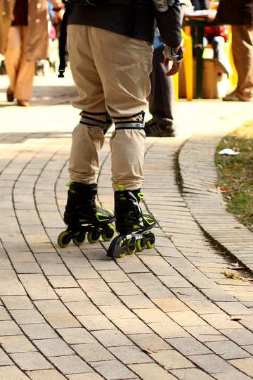 A guy in roller skates №51107