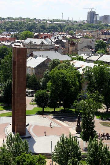 Torre alta statua alberi di un parco №51756