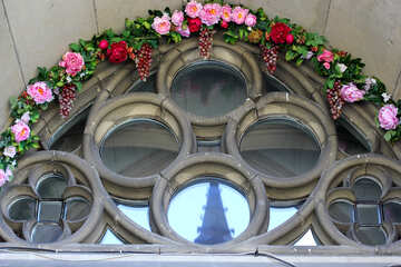Finestra con torre di fiori №51677