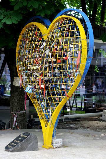 Yellow blue heart №51796