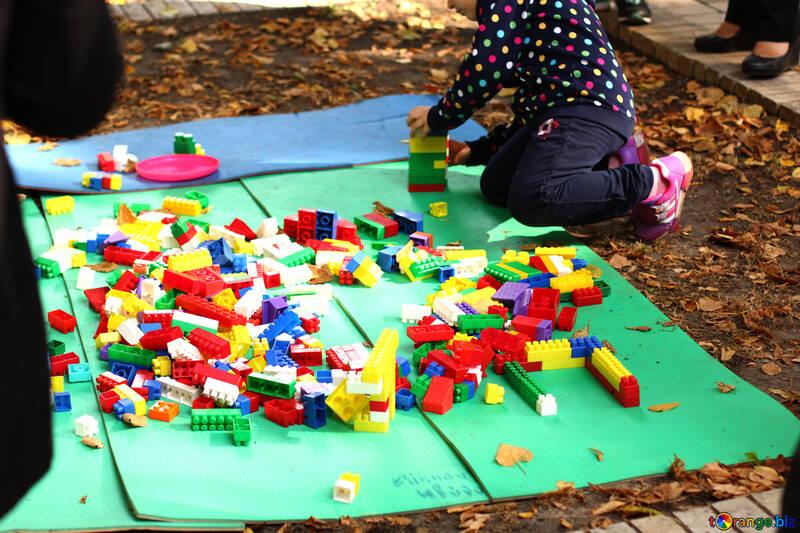 child using lego Kids playing №51082