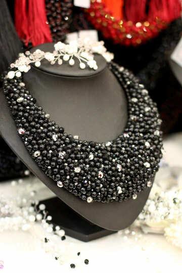 a black necklace №52705