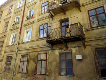 A building with lots of windows №52173