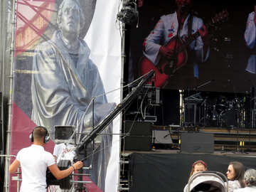 Concert next to image of statue cameraman and Guitarist man playing guitar №52280