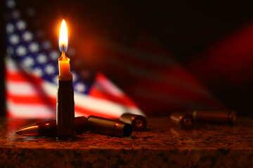 Brennende Kerze vor einer amerikanischen Flagge №52506