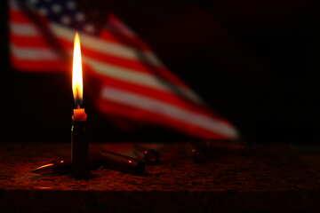 Bandiera USA dietro una candela accesa №52525