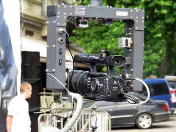 Eine Kamera mit Autos im Hintergrund №52274
