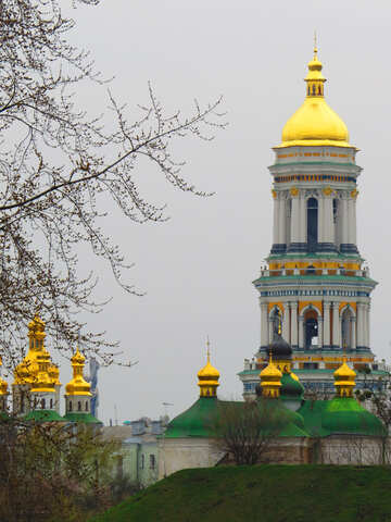 Church building with yellow cup  castle Golden kremlin №52405