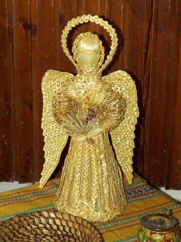 Una statua di un angelo d`oro №52389