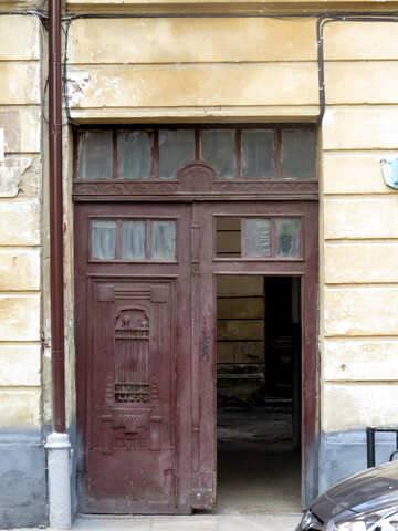 An entrance to a house or a shop. №52241