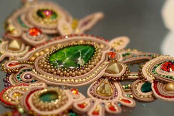 Gioielli in oro verde gioielli adornements Bangles spilla ornamento decor №52659
