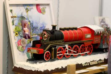Treno vicino al modello giocattolo cornice per foto №52996