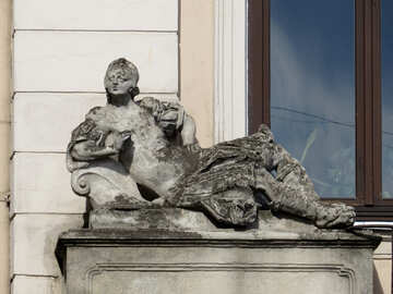 Una estatua desgastada. №52319