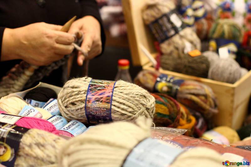 woman knitting yarn №52745