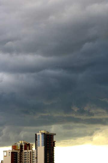 Dark cloudbank hanging over skyline №53237
