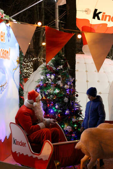 Santa in sleigh talking kid kinder №53570