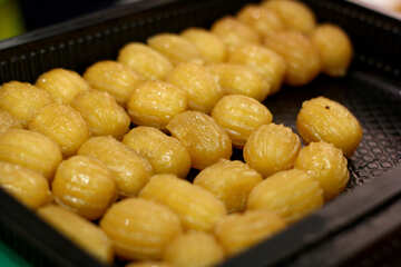 nuts or beans glazed peanuts yellow sweets dessert №53048