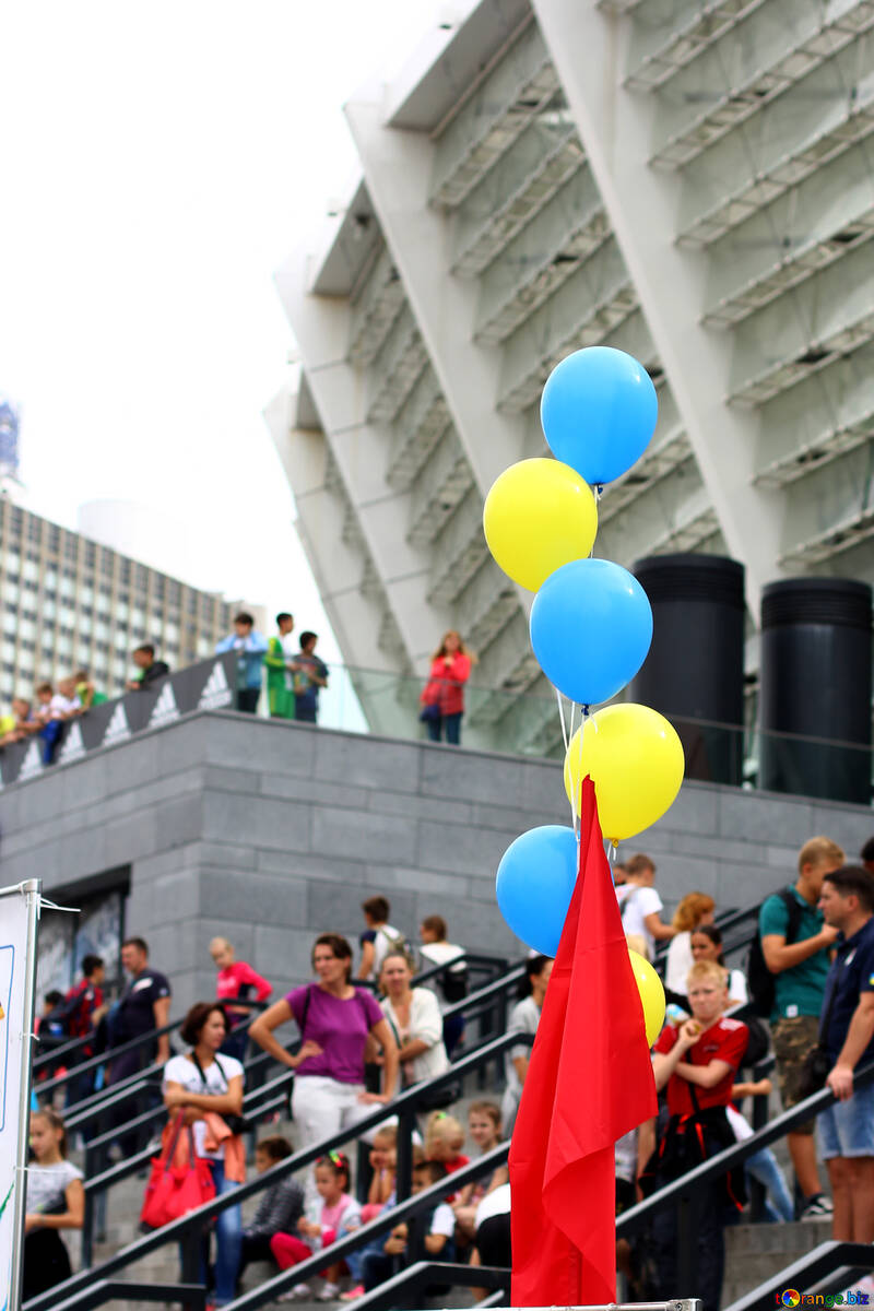 balloons, people standing, building №53998