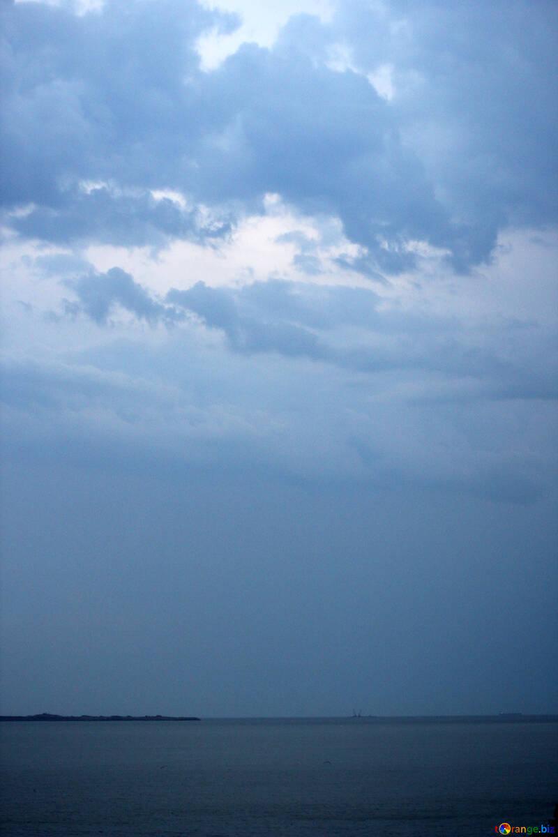 cloudy sky over the ocean №53235