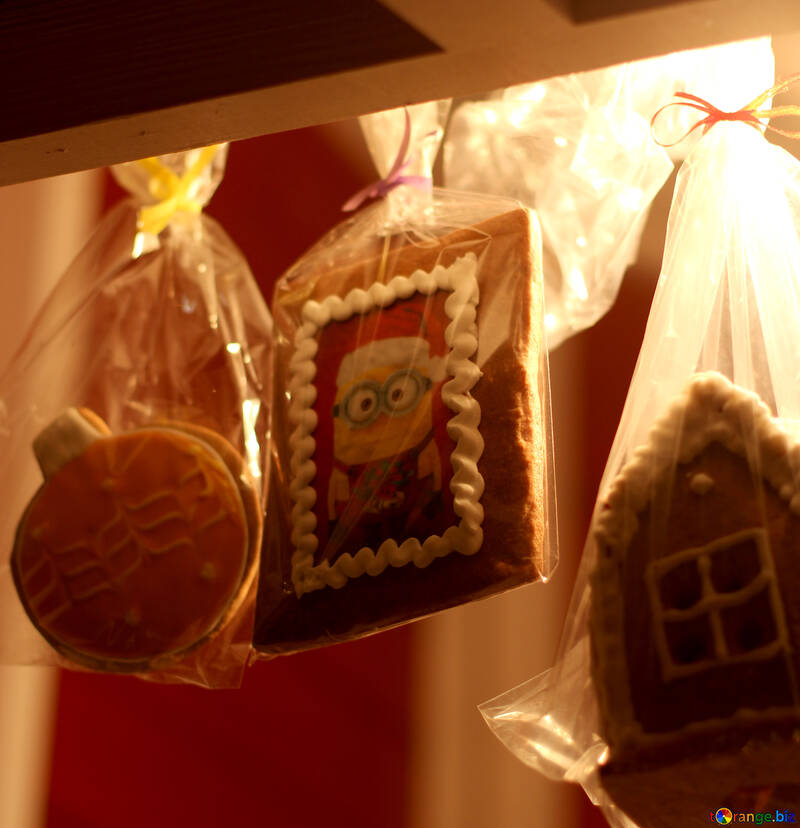 Decorated cookies in little treat bags minion picture №53499