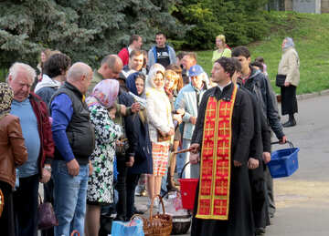 Its a crowd with people gathering priest №54006