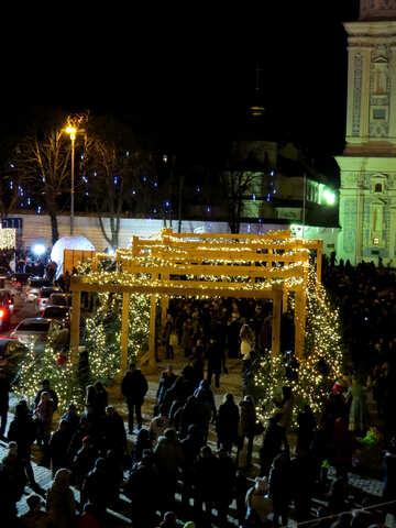 Colonnato all`aperto nella celebrazione della notte di Natale della piazza della città №54113