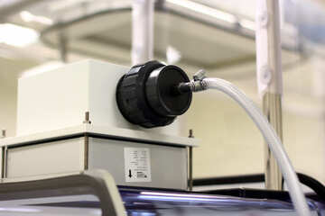 Una caja conectada con un cable №54615