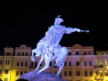 Man on a horse statue №54111