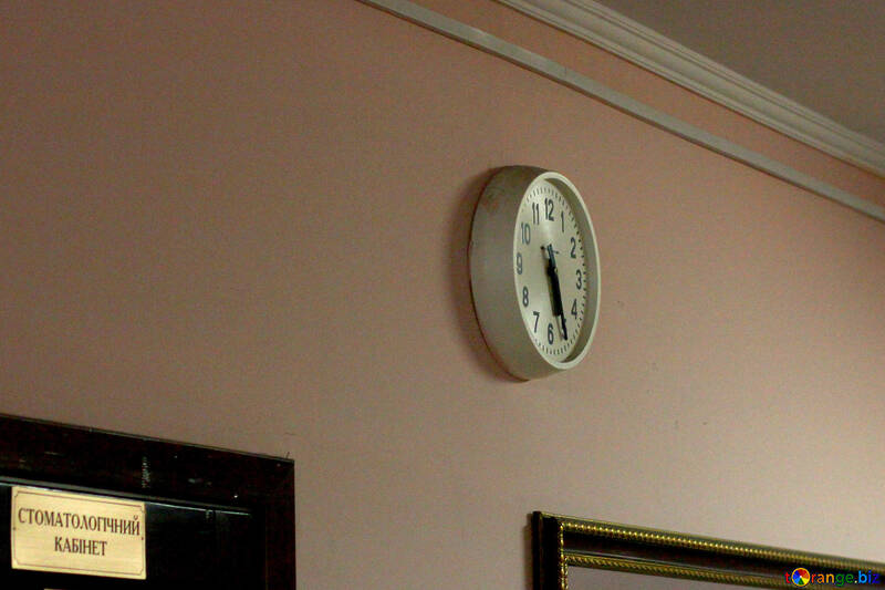 School clock on the wall №54030