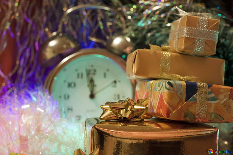 Christmas Gifts . . hours. №6547