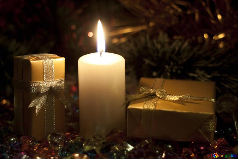 Postkarten an Neu Jahr . Kerze und Geschenke. №6683
