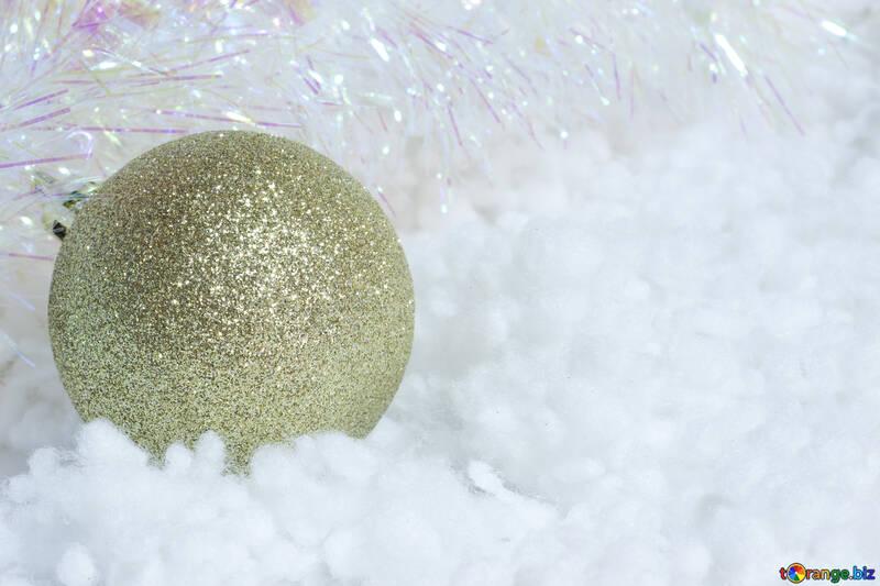 Яркий новогодний шар. №6389