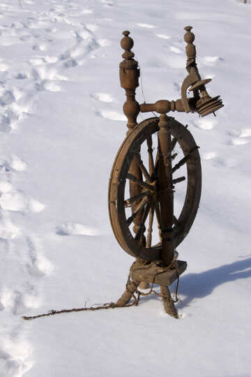 Remains  old  spinning wheel. №7460
