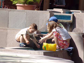 Kids  play  near  Fountain №7851
