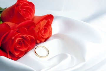 Bouquet  Roses  and  gold  ring  at  White  bed  Underwear №7227