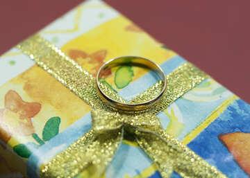 Кольцо и подарок. Золото. №7139