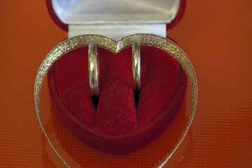 Два кольца в коробочке в виде сердца. №7123