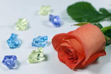 Rosa und Farbe Steine . Hintergrund an Geschäft Tabelle. №7196