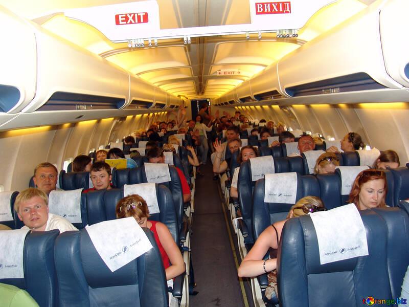 Пассажиры в самолете. №8000
