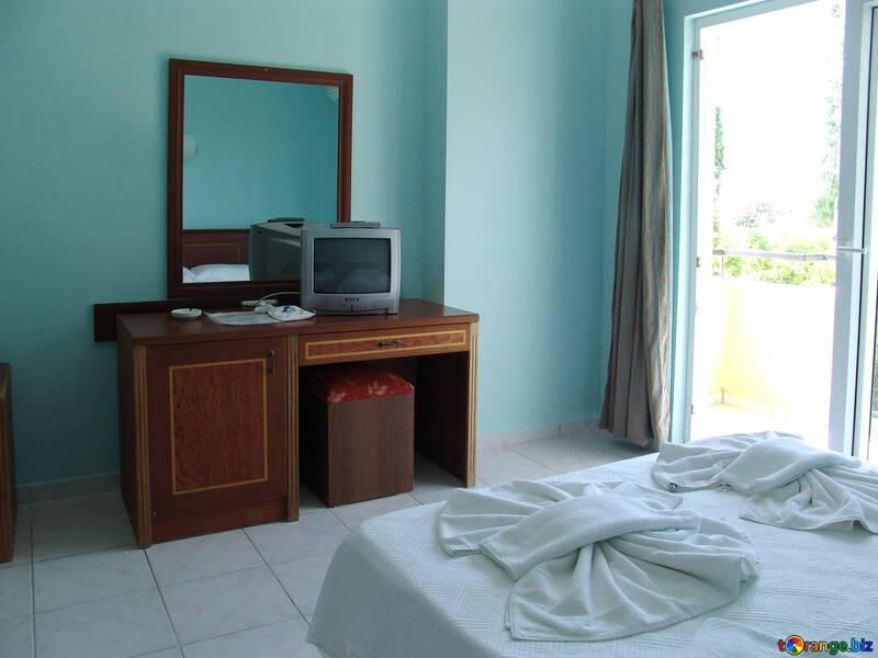 Tabelle Spiegel und Fernsehapparat Hotel. №7924