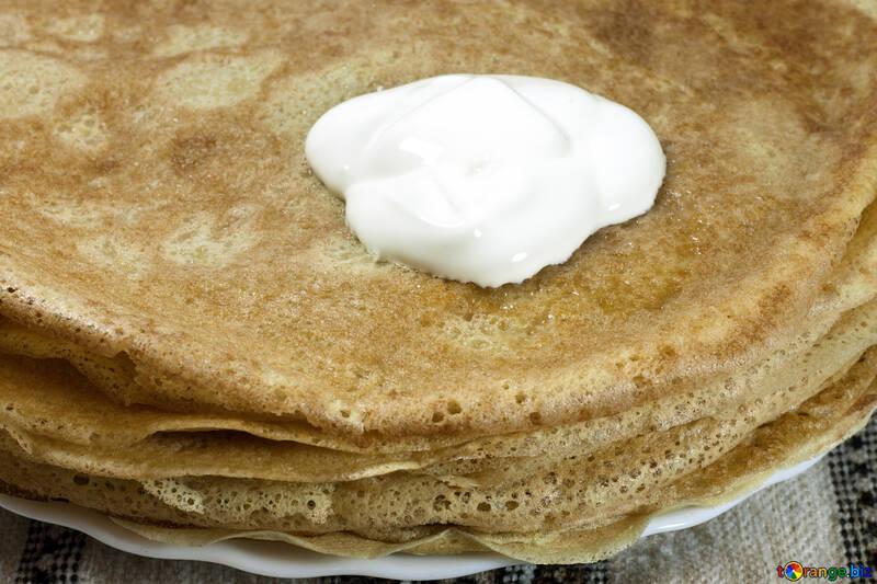 Wife  nazharila  pancakes  with  sour cream. №7778