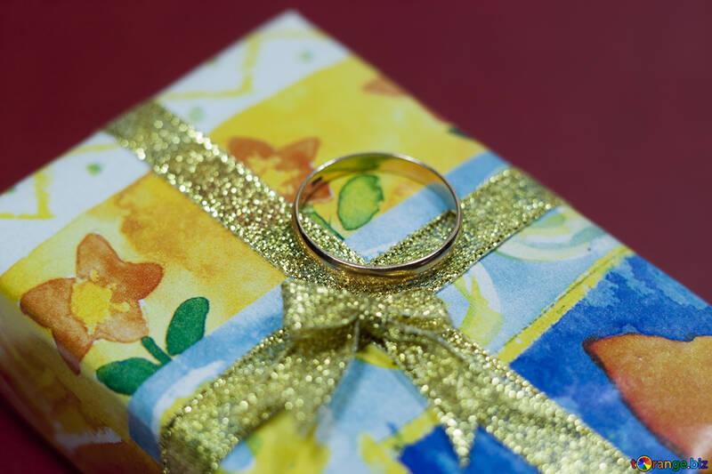 Or anneau a cadeau. №7137