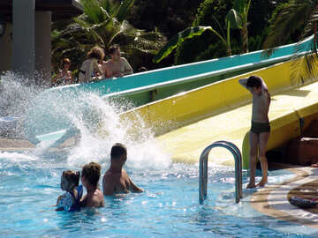 Spray  swimming  pool №8353