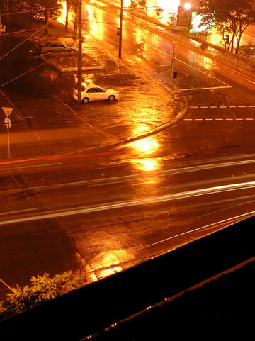 Brillante Strada dopo pioggia notte. №8071