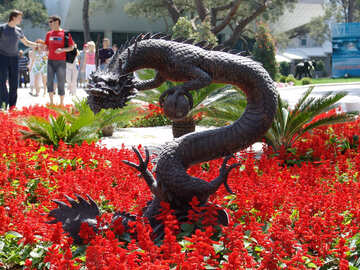 Dragon . Sculpture   the garden. №8465