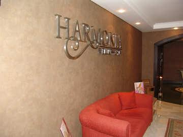 Firmenzeichen  Harmonia  an  Wand №8949